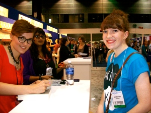 Veronica Roth's signing had the longest line of the day. Here's the chic Veronica signing DIVERGENT for Savannah.